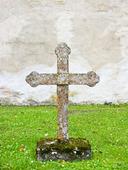 Kors på gammal kyrkogård