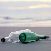 Flaskor på strand