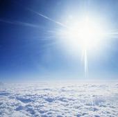 Sol ovan moln