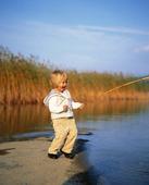 Flicka fiskar