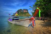 Långsvansad båt i Thailand