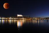 Superblodmåne över Göteborg / bildmontage