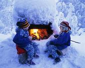 Samiska barn grillar korv, Finland