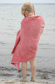 Flicka med badkappa