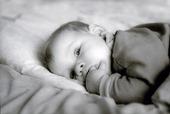 Barn i säng