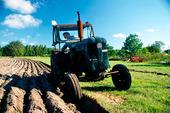 Plöjning med traktor