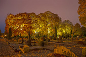 Belyst kyrkogård
