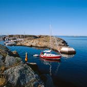 Segelbåt vid Klädesholmen, Bohuslän
