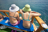 Två turister på båt
