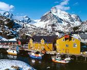 Henningsvaer vid Lofoten, Norge