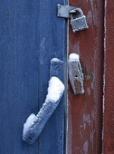 Lås på frostig dörr