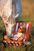 Flicka och häst
