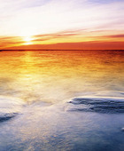Solnedgång vid kust