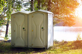 Två portabla toaletten