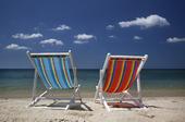 Solstolar på strand