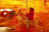 Flicka på karusell