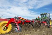 Kultivator dragen av en traktor