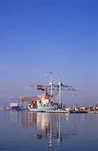 Lastfartyg i hamn