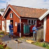 Fiskare rensar nät, Bohuslän