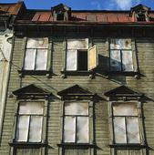 Rivningshus med öppet fönster