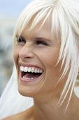 Glad kvinna