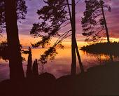 Solnedgång över insjö