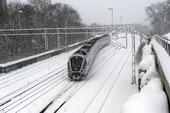 Pendeltåg i snöoväder
