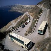 Serpentinväg på Santorini, Grekland