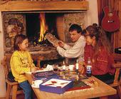 Familj spelar spel