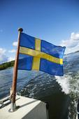 Svenska flaggan på fritidsbåt