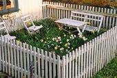Trädgårdsmöbler i  liten trädgård