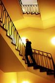 Kvinna i trappa