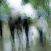 Människor i regnväder