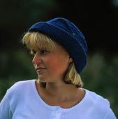 Flicka i blå hatt