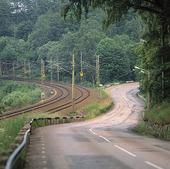 Landsväg vid järnväg