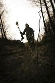 Siluett i skogen