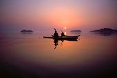 Havskajak i solnedgång