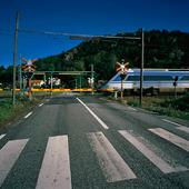 Järnvägsövergång med tåget X2000