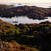 Segelbåt utanför Tjörn, Bohuslän