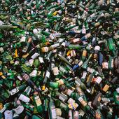 Färgat glas för återvinning