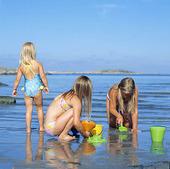 Flickor på badstrand