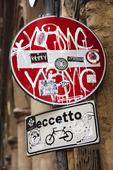 Klotter på skylt, Italien