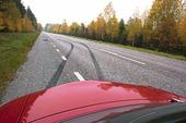 Sladdmärken i asfalt
