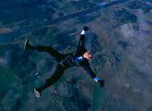 Fallskärmshoppare i kostym, frifall