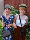 Flickor utklädda till tanter