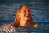 Flicka i pool