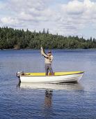 Fritidsfiskare i båt