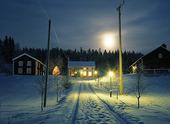 Vintergård i månsken