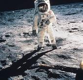 Astronaut på månen