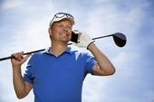 Golfspelare med mobiltelefon